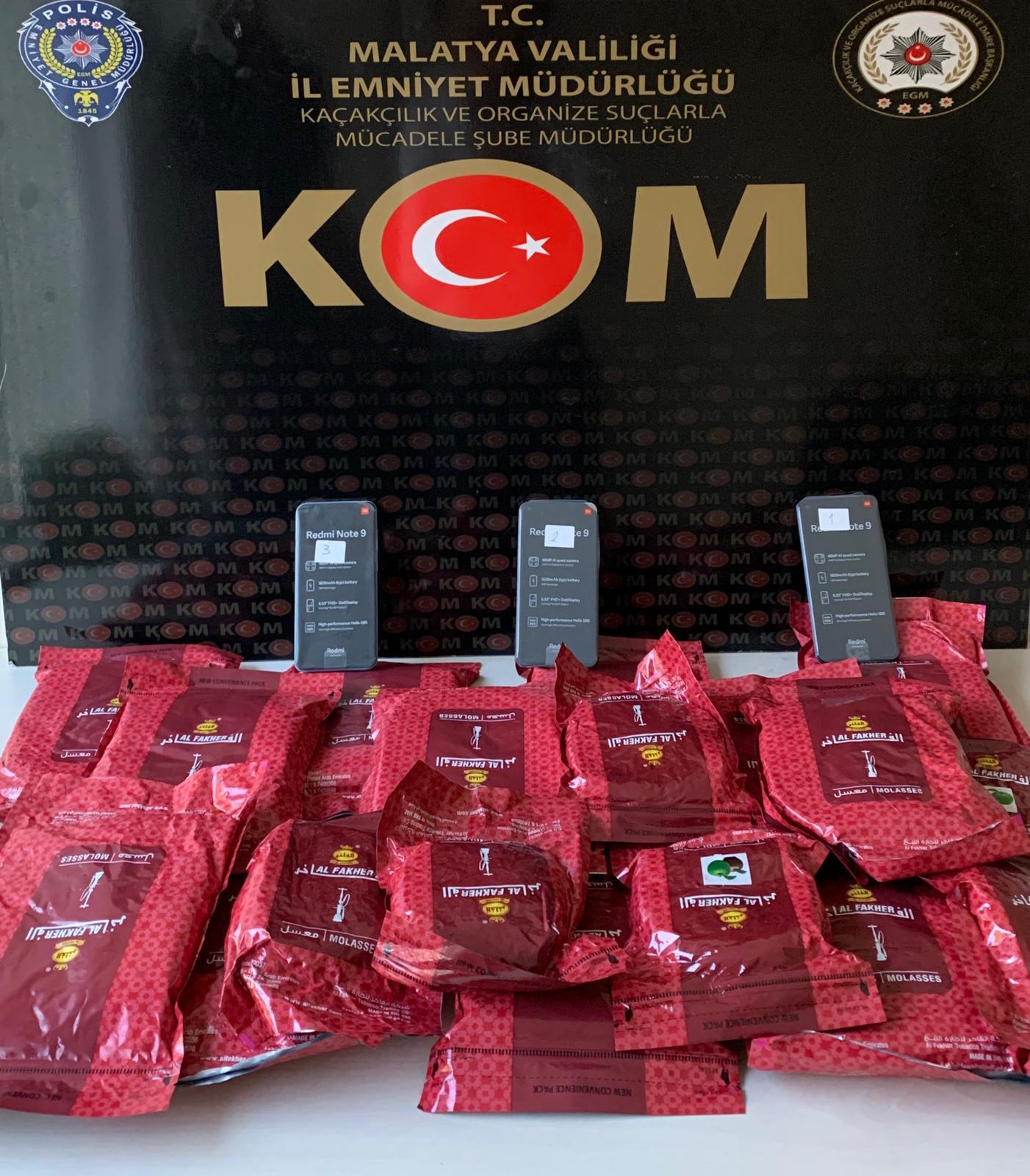 Kaçak Tütün ve Cep telefonu Satan 2 Suriyeli Yakalandı