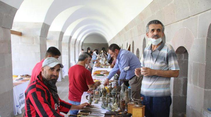 Koleksiyonerlerin Buluşma Noktası 'Antika Pazarı'