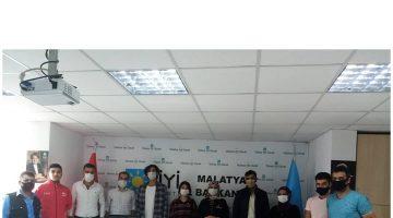İYİ Parti Gençlik Kolları Başkanı Özge,Gençlerin sorunlarını dinledi Rozet Taktı