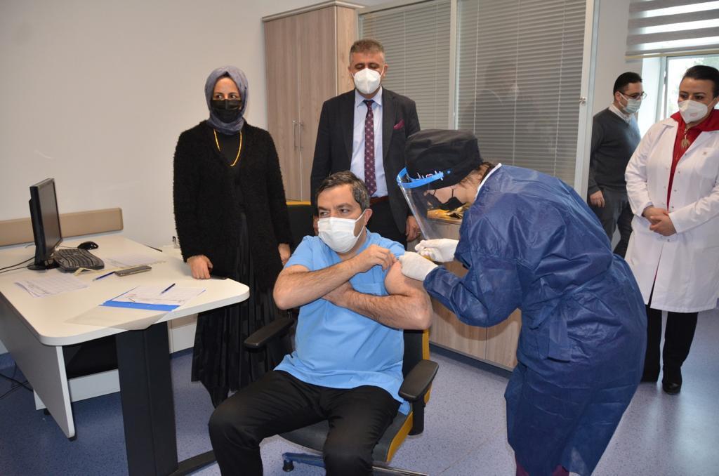 Malatya'da Covid-19 Aşısı Uygulanmaya Başladı