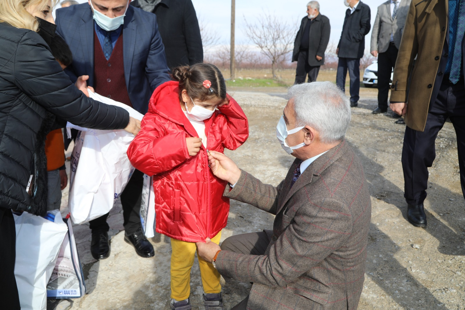 Başkan Güder, İhtiyaç Sahibi Çocukların Yüzünü Güldürdü