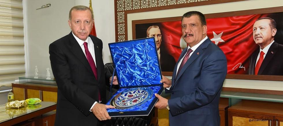 Cumhurbaşkanı Erdoğan, Başkan Gürkan'ı Onure Etti