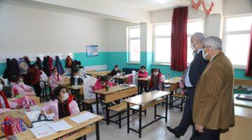 Başkan Güder, Yüz Yüze Eğitimin İlk Gününde Öğrencilerle Buluştu