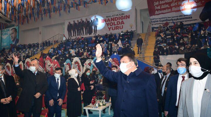 """Ak Parti İl Kadın Kolları 6. Olağan Kongresi'nde Konuşan Başkan Gürkan: """"Hizmet Destanları Yazmaya Hep Birlikte Devam Edeceğiz"""""""
