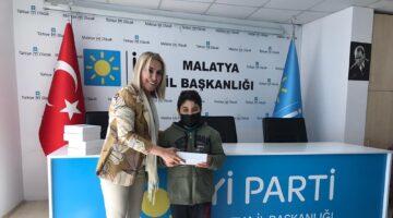 İYİ Parti Malatya Kadın Politikaları Başkanlığı, Gençlere Tablet Hediye Etti