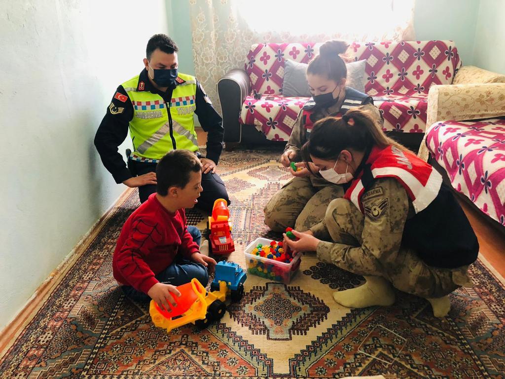 Malatya İl Jandarma Komutanlığından Dünya Otizm Farkındalık Günü Etkinliği