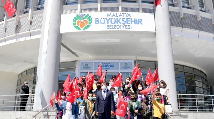 Malatyalı öğrencilerinden Başkan Gürkan'a ziyaret