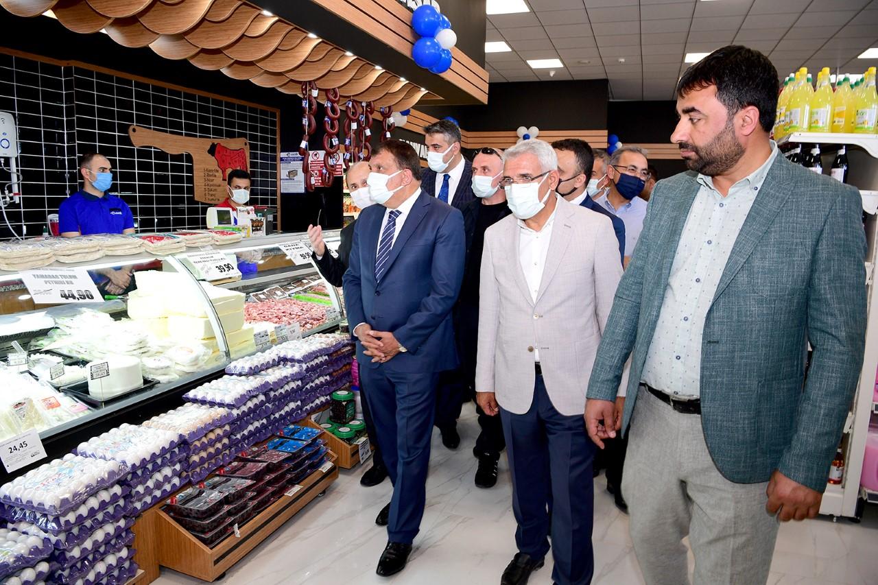 """Başkan Gürkan, """"Esenlik Marketleri Malatya'nın Öz Malıdır"""""""