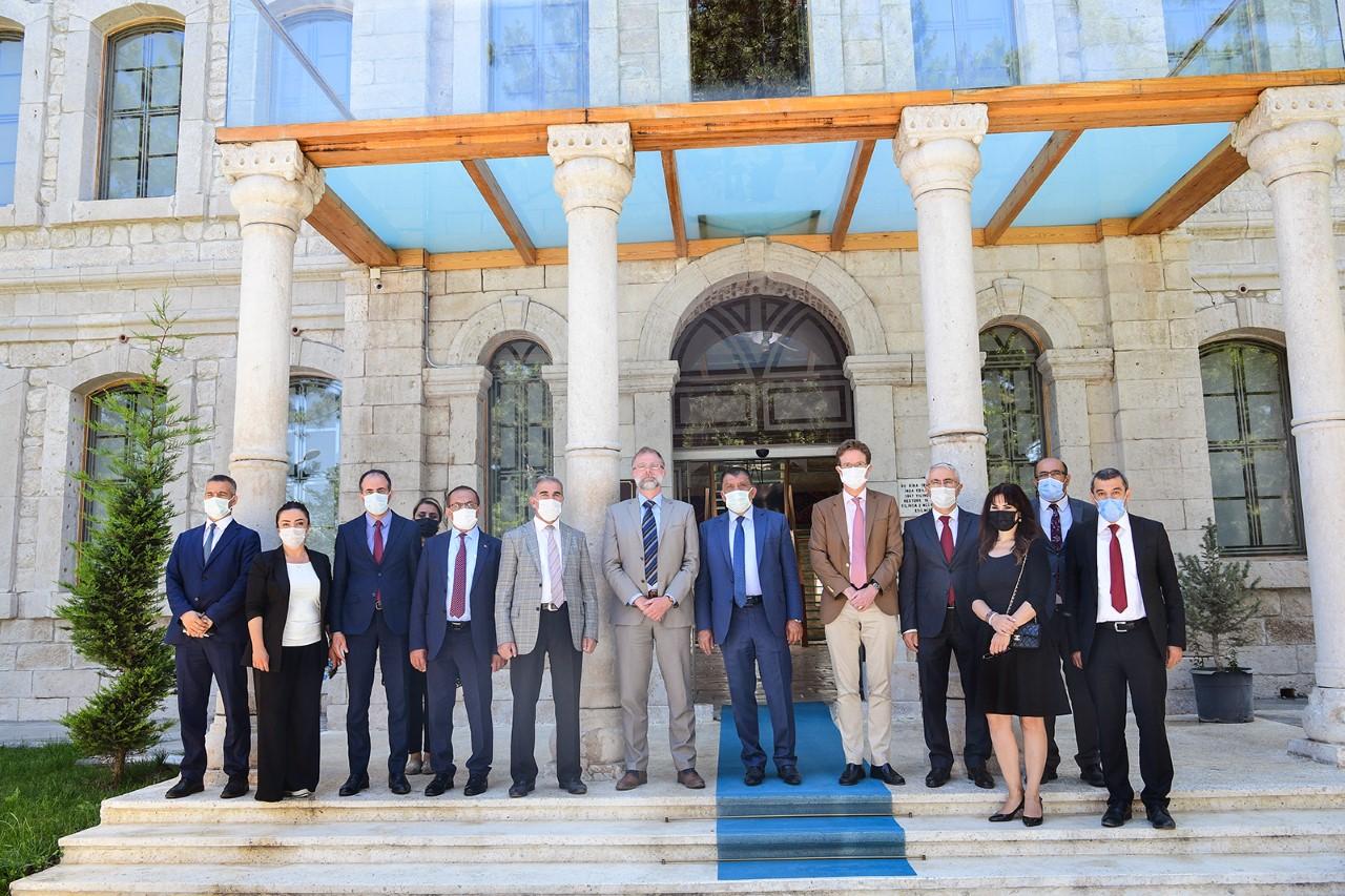 """Büyükelçi Nikolaus Meyer-Landrut ile Kent Müzesini gezen Başkan Gürkan,  """"Malatya Kimliğini Müzelerimizde Yaşatıyoruz"""""""