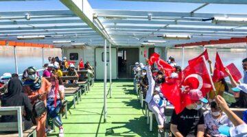 Öğrenciler Feribot Turunun ardından Başkan Gürkan'ı ziyaret etti