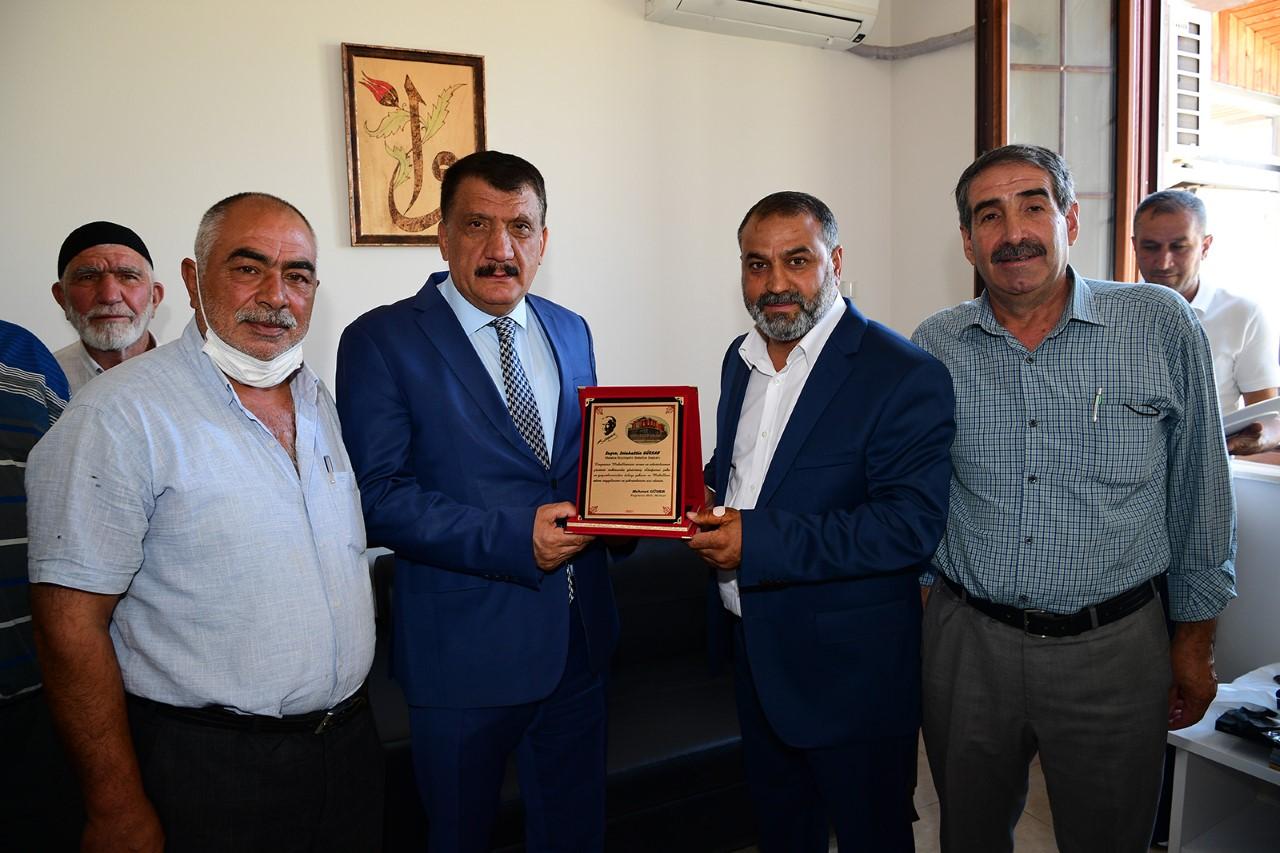Büyükşehir Belediyesi Kaynarca Mahallesinde 4 Bin Dönüm Tarım Arazisini Suya Kavuşturdu