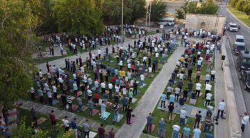 Başkan Güder, Bayram Namazını Battalgazililerle Birlikte Kıldı