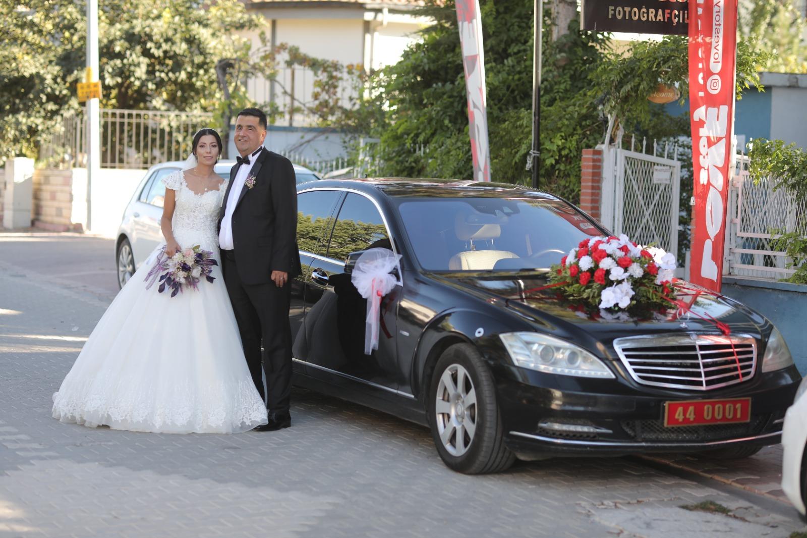 Vali Baruş, Makam Aracını Gazimizin Düğünü İçin 'Gelin Arabası' Yaptı