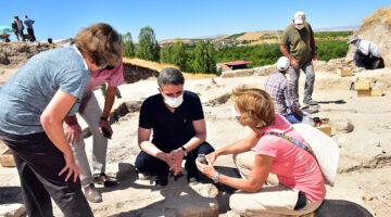 Vali Baruş Arslantepe Yeni Kazı Alanında İncelemelerde Bulundu