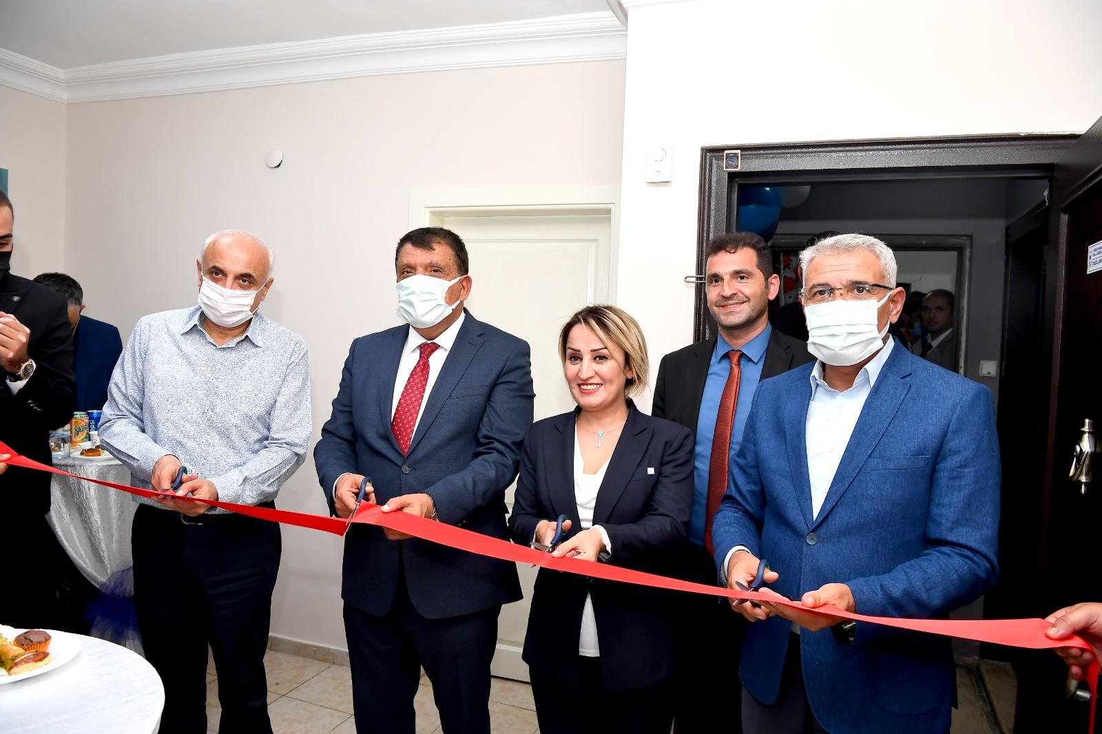 Ayşegül Canpolat'ın Mali Müşavirlik Ofisinin açılışına İlgi Yüksek oldu