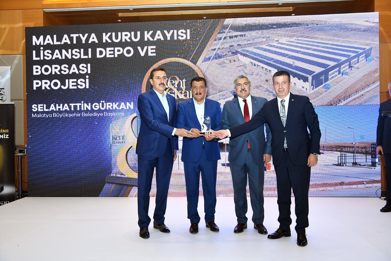 Kent & Başkan Dergisinden Başkan Gürkan'a ödül