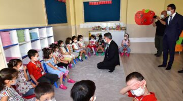 Vali Baruş 2021-2022 Eğitim Öğretim Yılının İlk Ders Zilini Çaldı