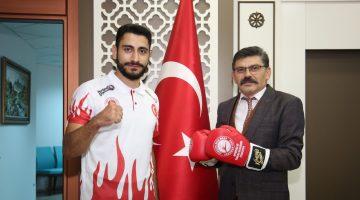 Milli Sporcudan Emniyet Müdürü Dağdeviren'e Ziyaret