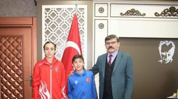 İki Başarılı Bayan Sporcu Emniyet Müdürü Dağdeviren'i ziyaret Etti