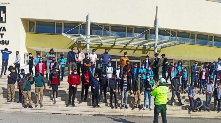 Trafik 'den Öğrencilere Okul Geçidi Görevlisi Eğitimi